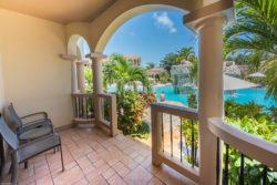 luxury_hotel_room_balcony