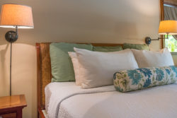 luxury_hotel_room_bed
