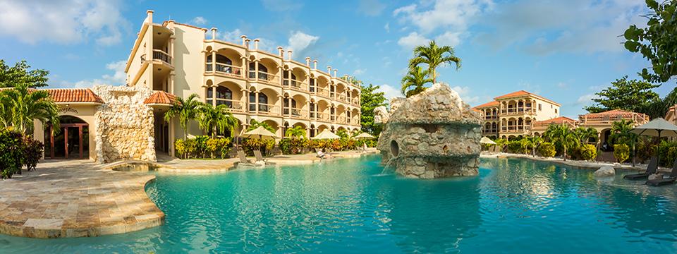 accommodation-luxury_hotel_room_hero.jpg