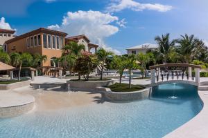 Belizean-Cove-Estates-Property-Entrance