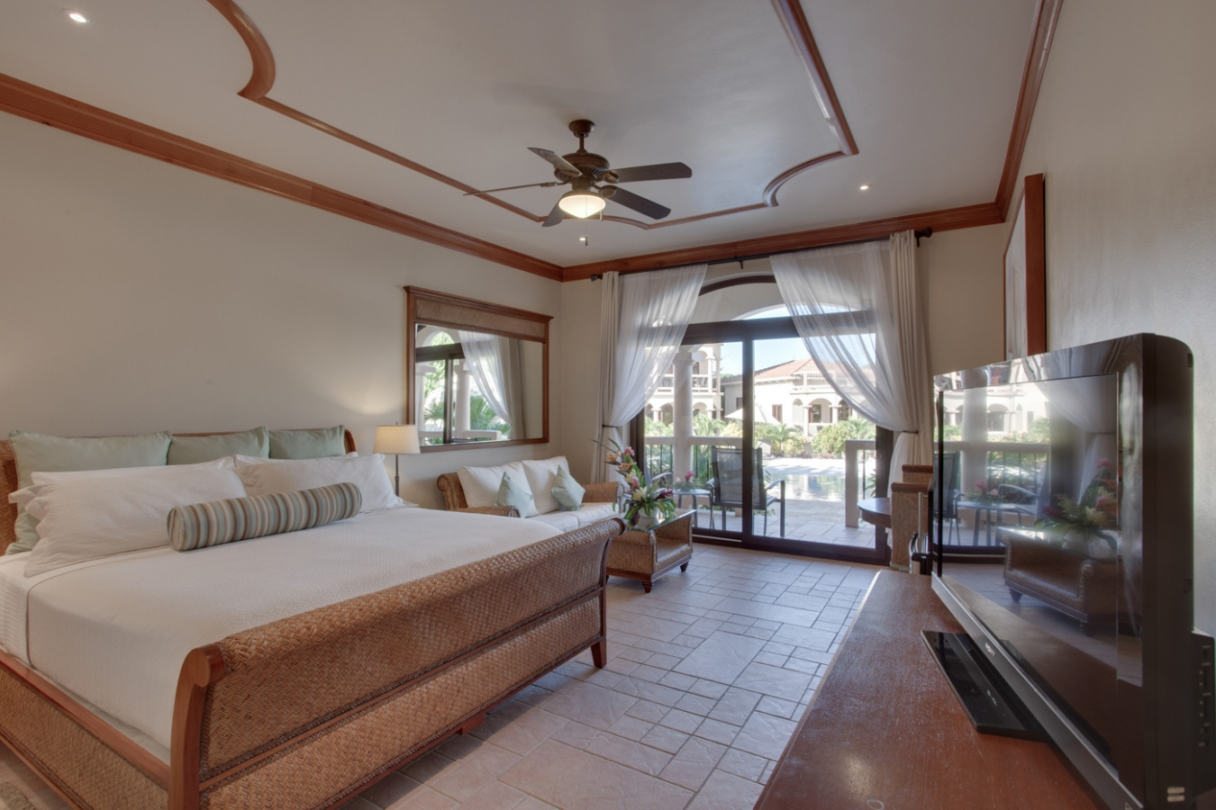 Luxury hotel rooms coco beach resort for Luxury beach hotels