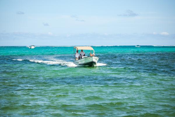 Sandy-Point-Resorts-boat-transfer