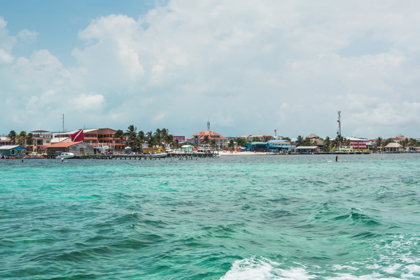 Sandy-Point-Resorts-boat-transfer-view