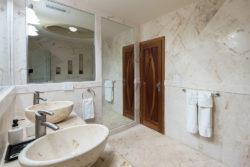 brushstrokes_master_bathroom_1