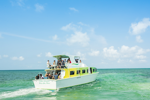 San-Pedro-Belize-Express-water-taxi-leaving-San-Pedro-Town