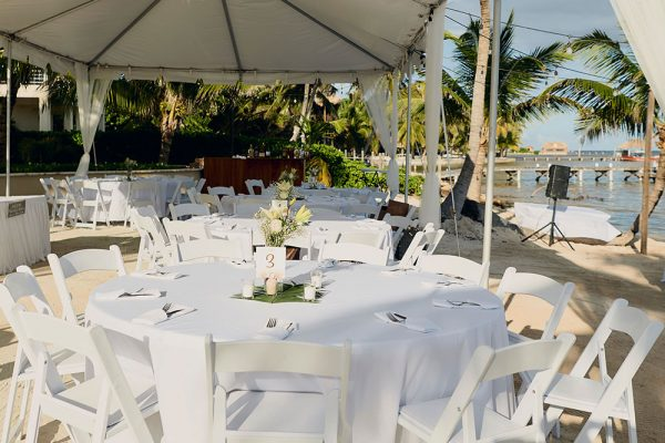Sandy-Point-Resorts-Wedding-Dinner-Beach
