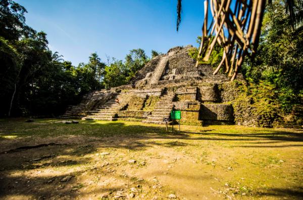 Belize Lamanai ruin